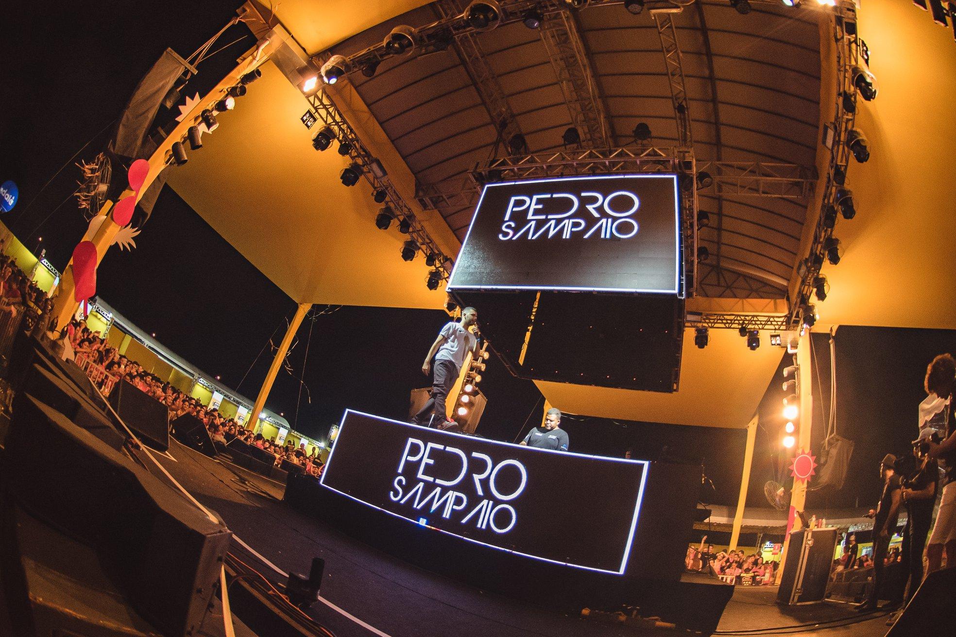 Deejay Pedro Sampaio é uma das principais atrações do Camarote CarnaUOL N°1