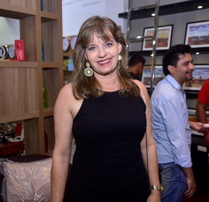 Adriana Holanda