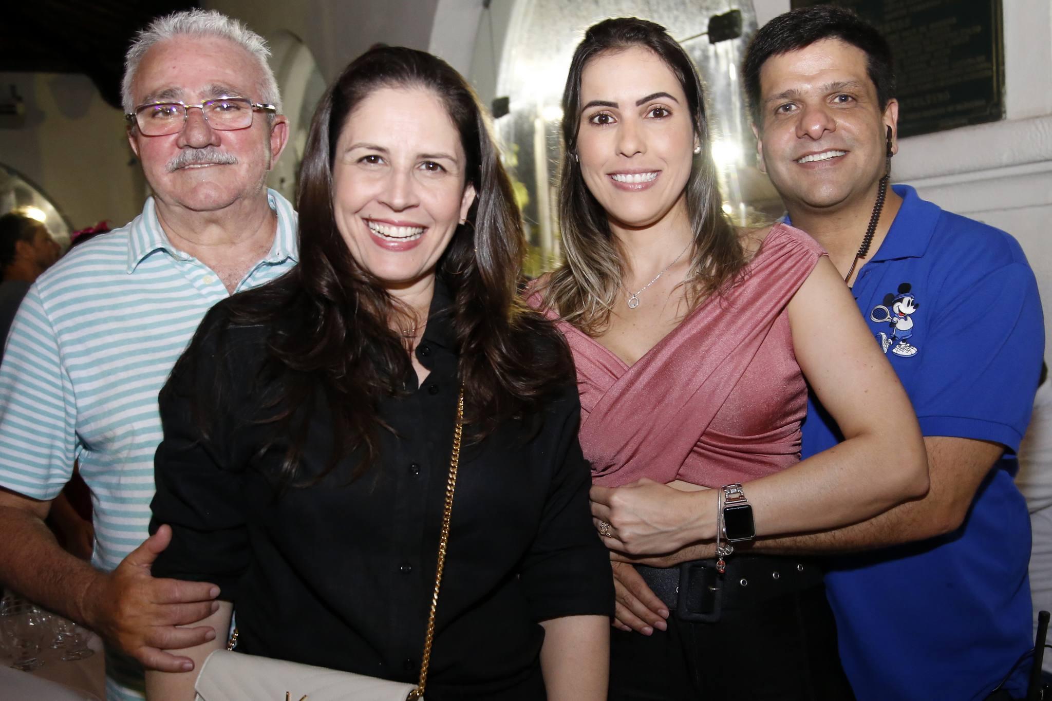 Fabíola e Alcimor Rocha comandam a temporada de folia no Ideal Clube