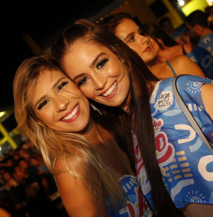 Amanda Vasconcelos E Paula Roberta