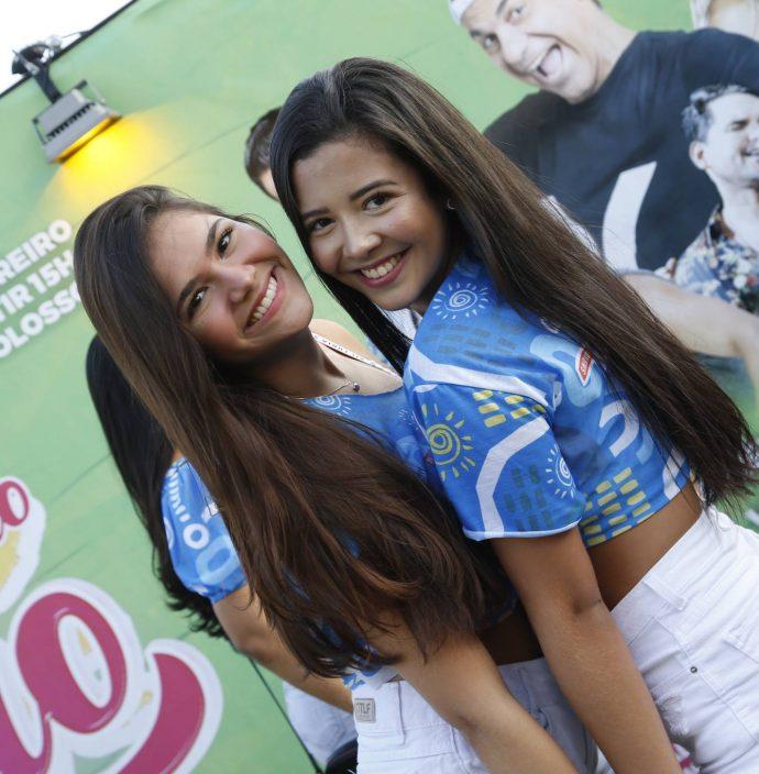 Ana Luiza E Camila Colares