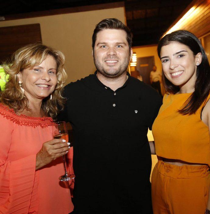 Angela Oliveira, Marco Viana E Larissa Gadelha