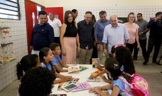 Roberto Cláudio destaca o aporte de R$ 43 mi para iniciar ano letivo
