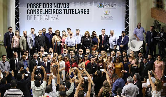 Roberto Cláudio empossa 40 novos conselheiros tutelares