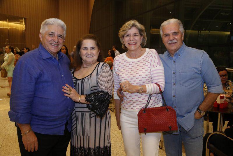 TANTAS PALAVRAS - Marcos Lessa faz tributo a Emílio Santiago e Gonzaguinha no palco do Teatro Riomar