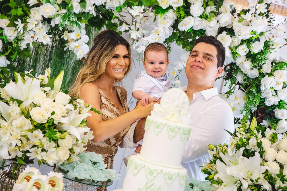 Elaine Aragão e Marco Oliveira Filho celebram o batismo do herdeiro Mateus