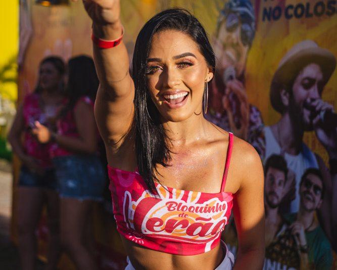 Paixão de Verão - Priscilla Silva chega causando no Colosso e atrai todos os olhares no Bloquinho de Verão