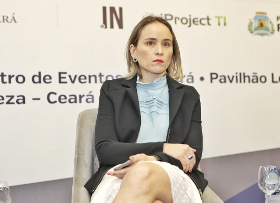 Fernanda Pacobahyba apresenta os projetos da Sefaz na FCDL-CE