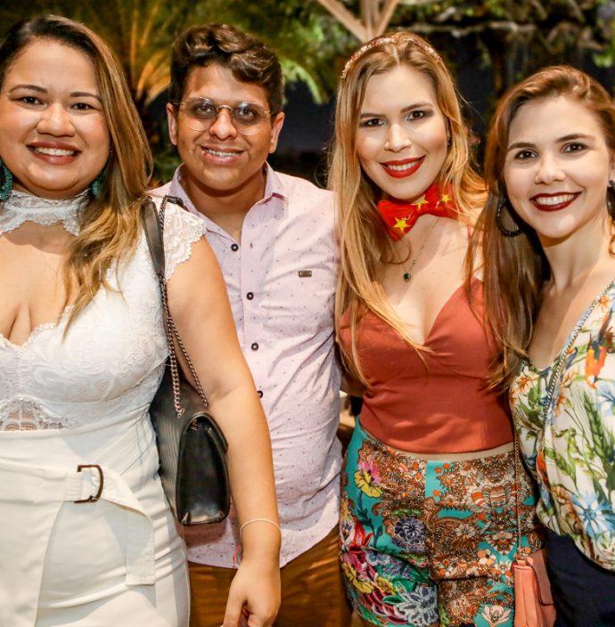 Fernanda Souza, David Santiago, Mariana Freitas E Manoela Freitas