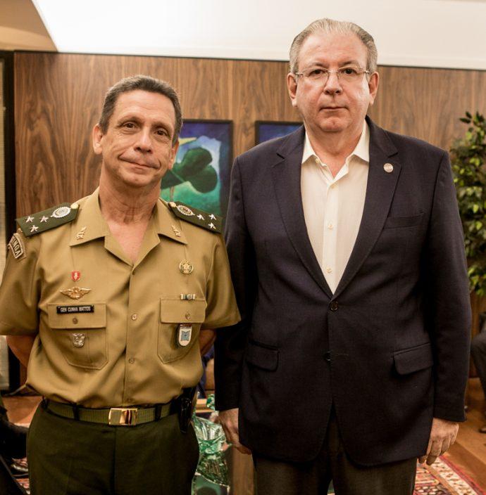 Gen Cunha Mattos e Ricardo Cavalcante
