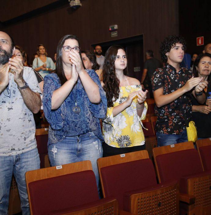 Halder, Marcia E Kira Gomes E Igor Jansen