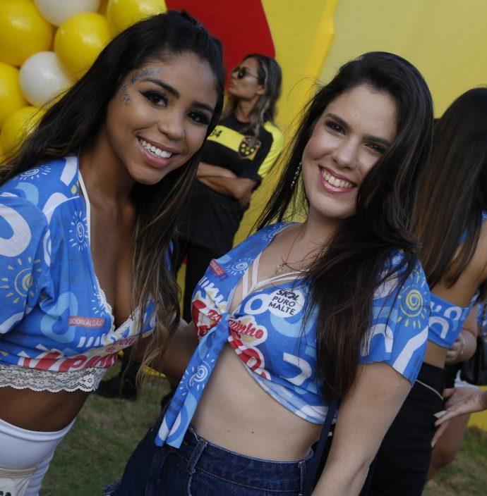 Iza Araujo E Lorena Siqueira