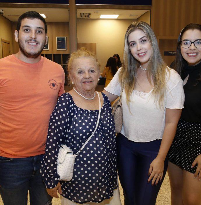Joao Rossetti, Ruth Vasconcelos, Camila Rossetti E Amanda Pinto