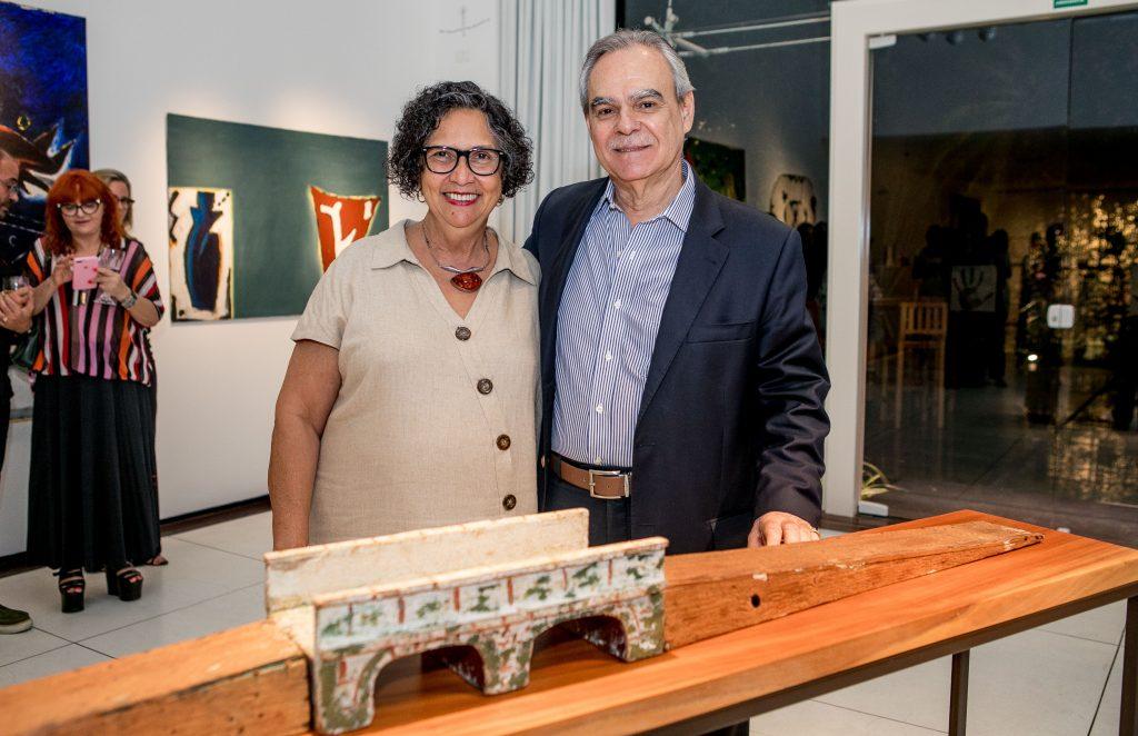 """Max Perlingeiro apresenta a preview da exposição """"Leonilson por Antônio Dias – Perfil de uma Coleção"""", na Multiarte"""