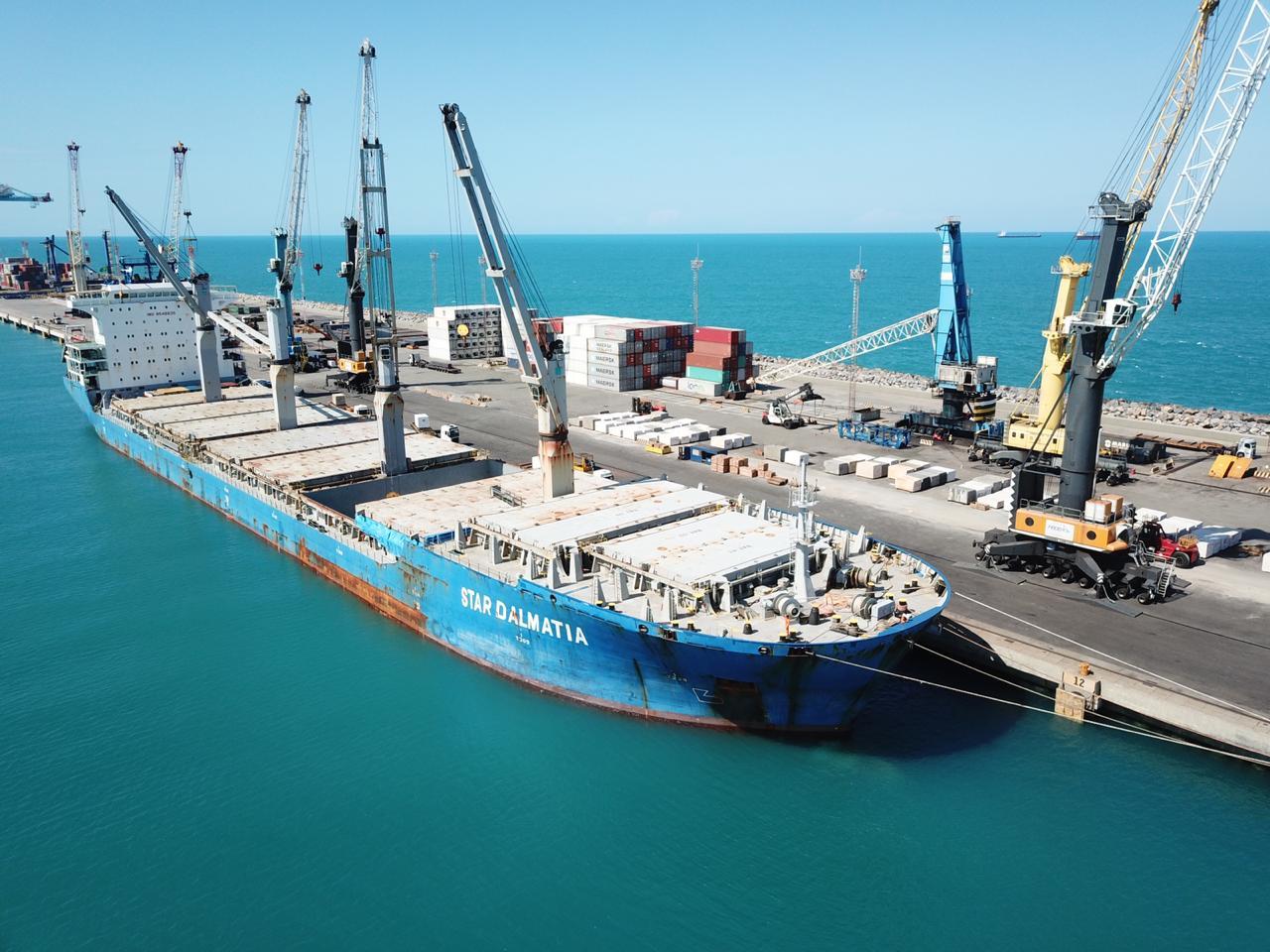 Carregamento com 7 mil toneladas de Rochas Ornamentais segue hoje do Porto do Pecém para a Itália