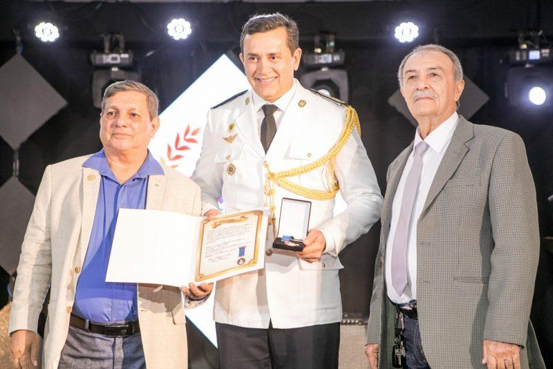 Reconhecimento - Élcio Batista é agraciado com a Medalha Djalma Baima pela Caixa Beneficente dos Militares do Ceará