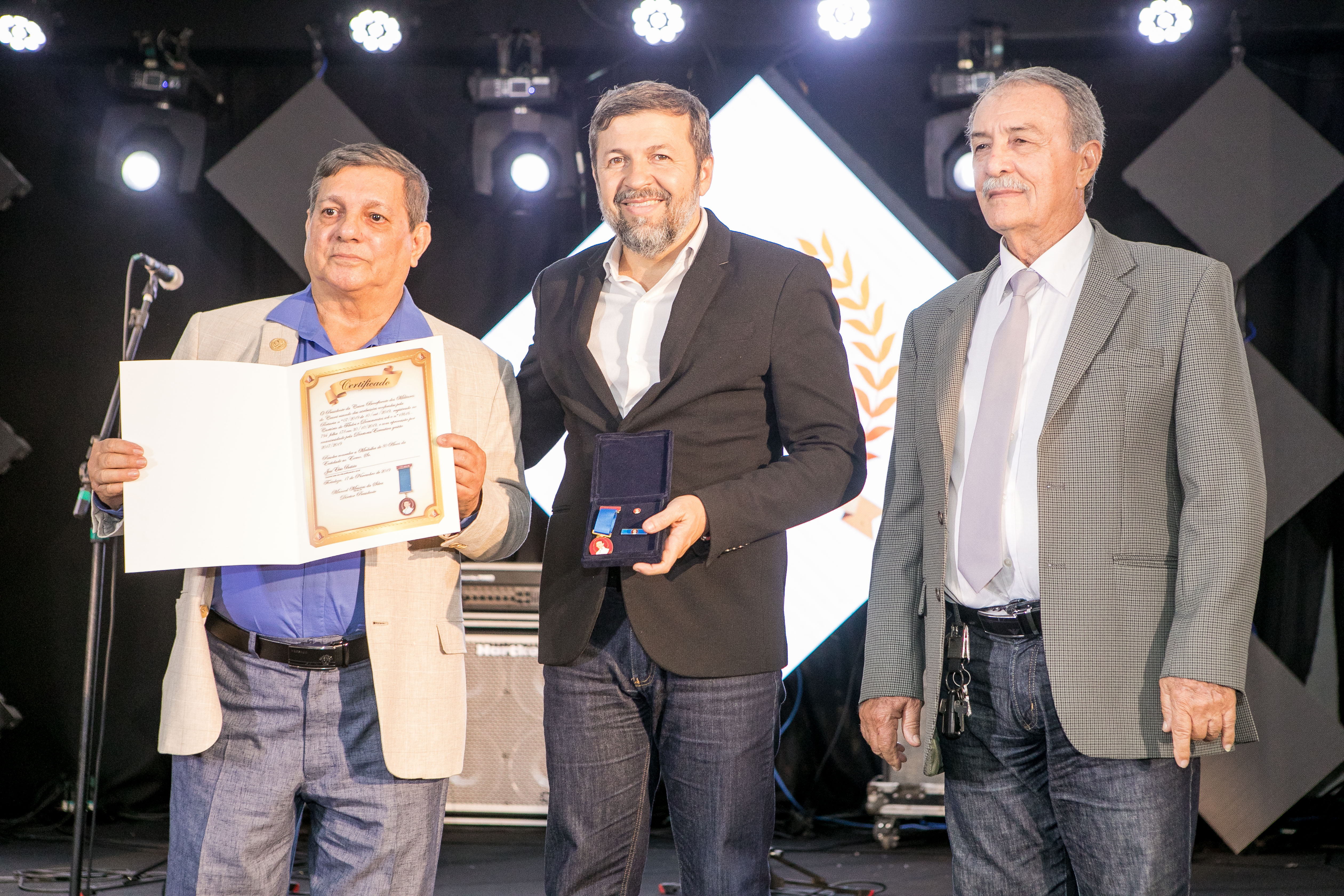 Élcio Batista é agraciado com a Medalha Djalma Baima pela Caixa Beneficente dos Militares do Ceará