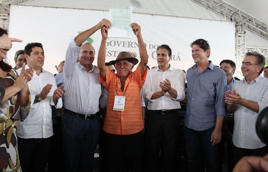 Governo do Ceará acelera a entrega de obras e títulos da terra