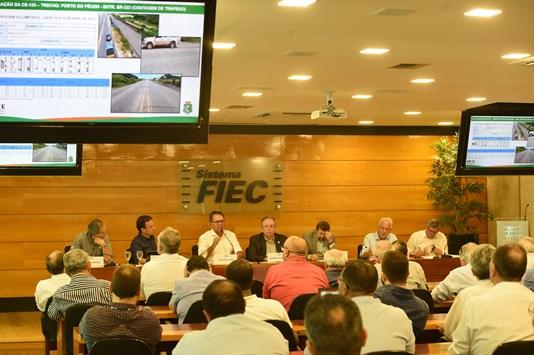 Ricardo Cavalcante media reunião entre Estado e empresários tendo como pauta a obra da CE-155