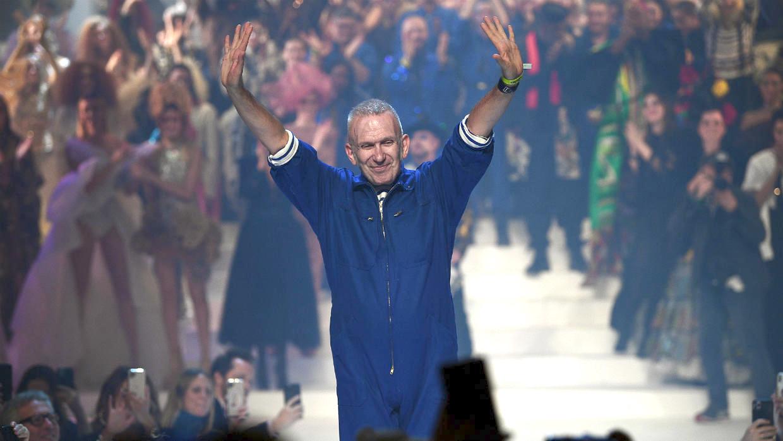 Jean Paul Gaultier se despede da alta-costura com badalado desfile em Paris