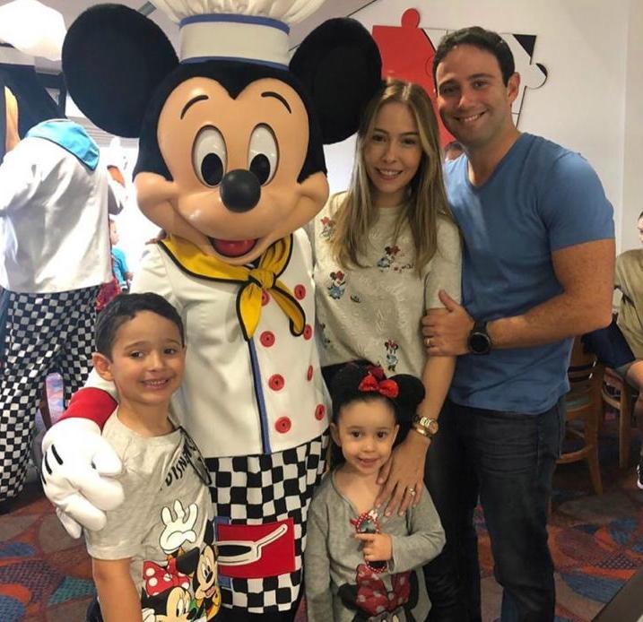 Rafaella Távora e Thiago Asfor dão start na temporada de diversão na Disney