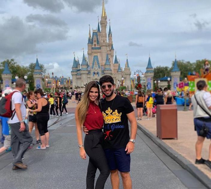 Deib Otoch e Júlia Pinto curtem dias de descanso e lazer em Orlando