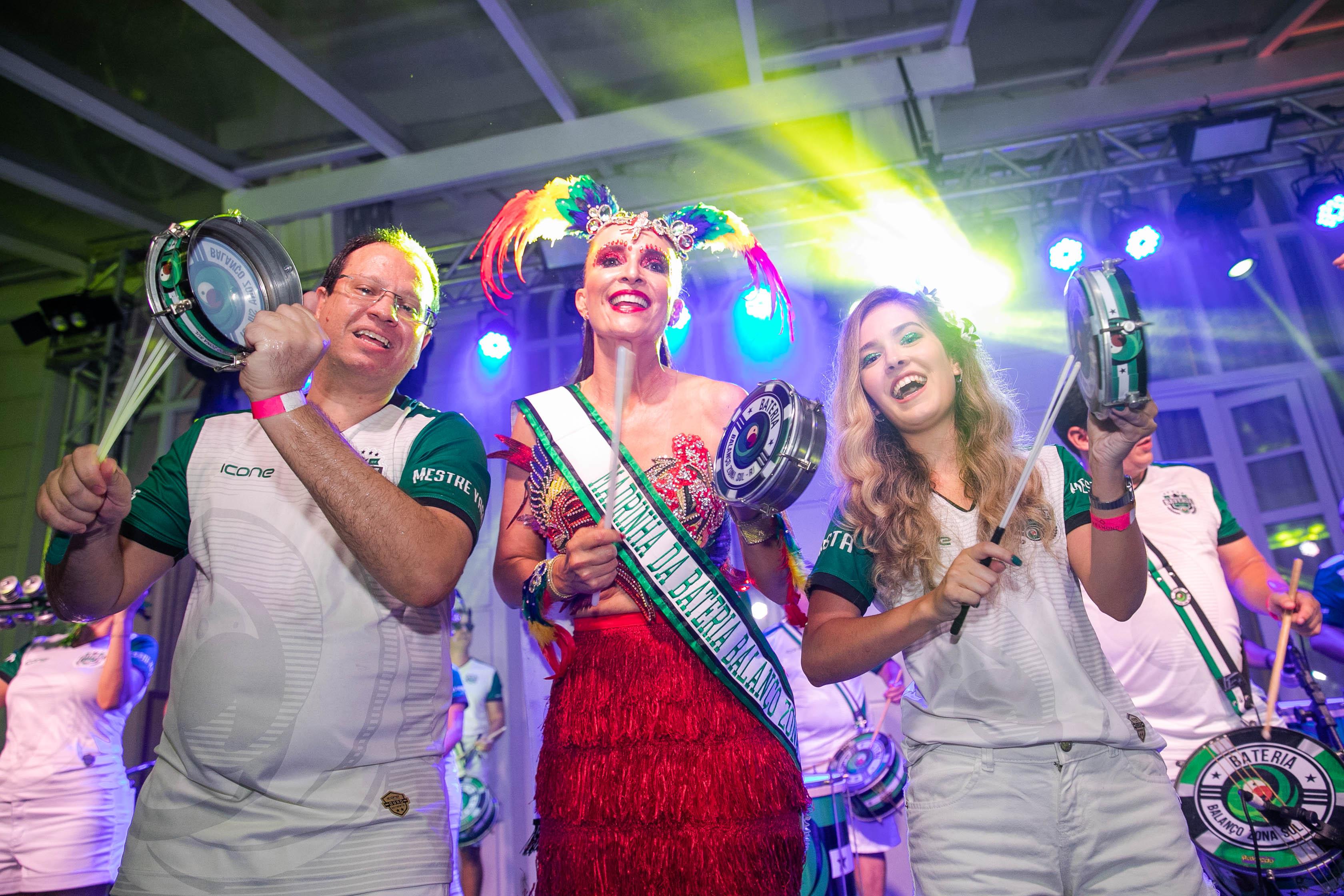 Bloco do Copa serve de esquenta do baile de Carnaval mais badalado do Rio de Janeiro