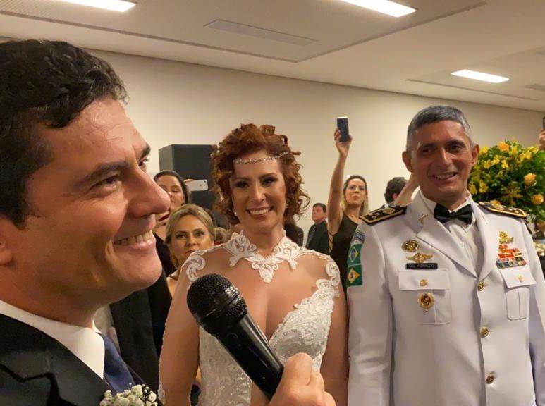 Casamento de Aginaldo Oliveira e Carla Zambelli agita Brasília