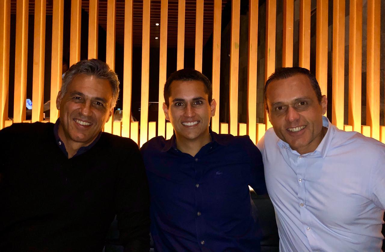 Eduardo Diogo e Domingos Neto dividem mesa com Guilherme Campos no Nakka Jardins