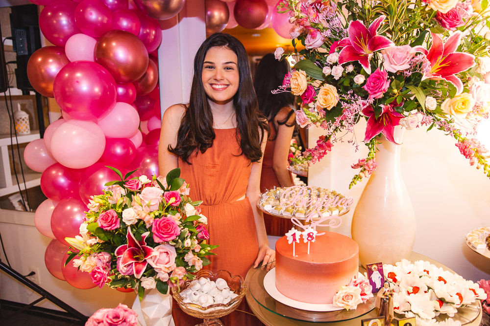 Beatrice Vasconcelos celebra seus 18 anos com festa surpresa articulada por seus pais
