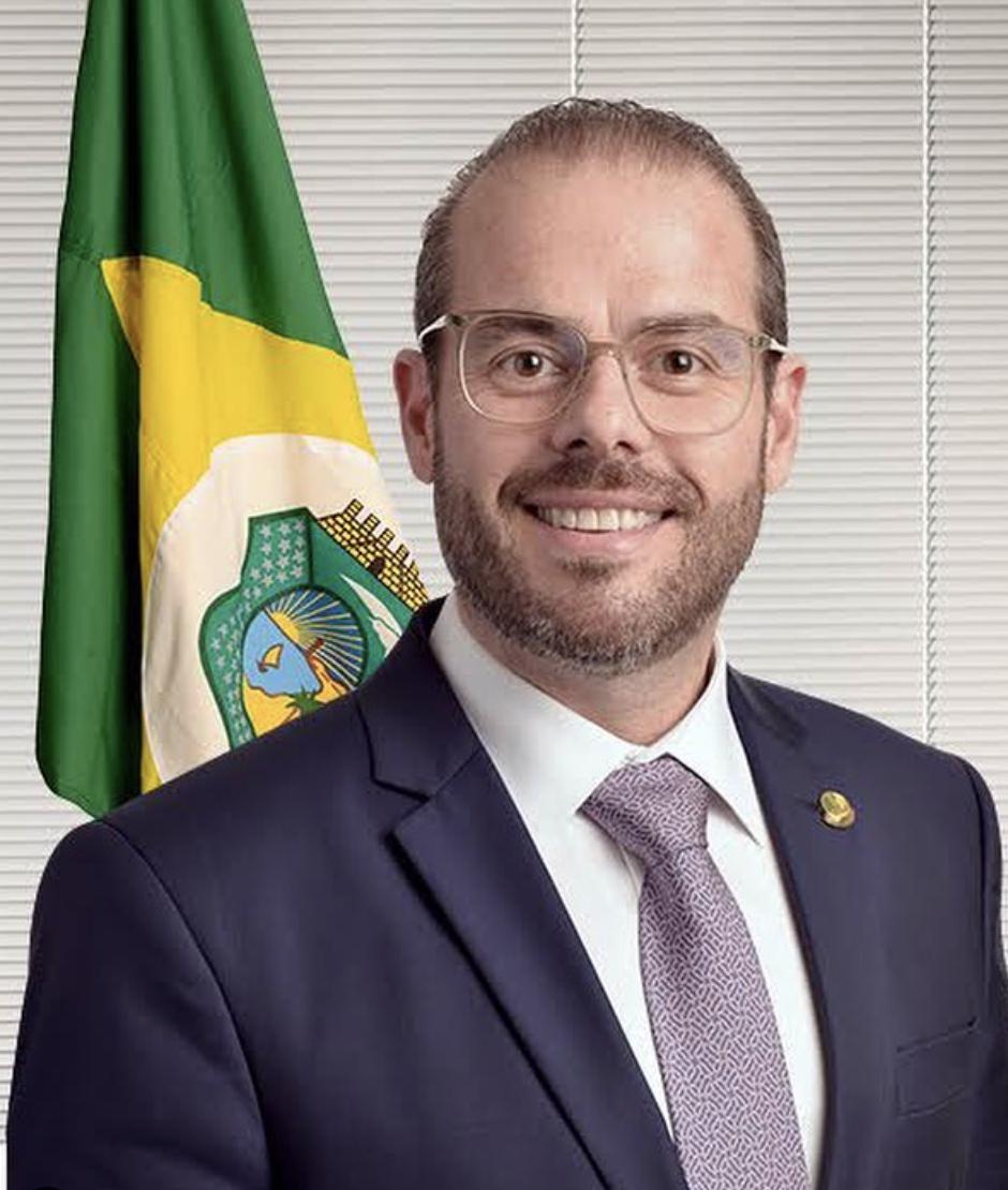Com movimentos precisos, senador Prisco Bezerra ganha protagonismo e densidade política