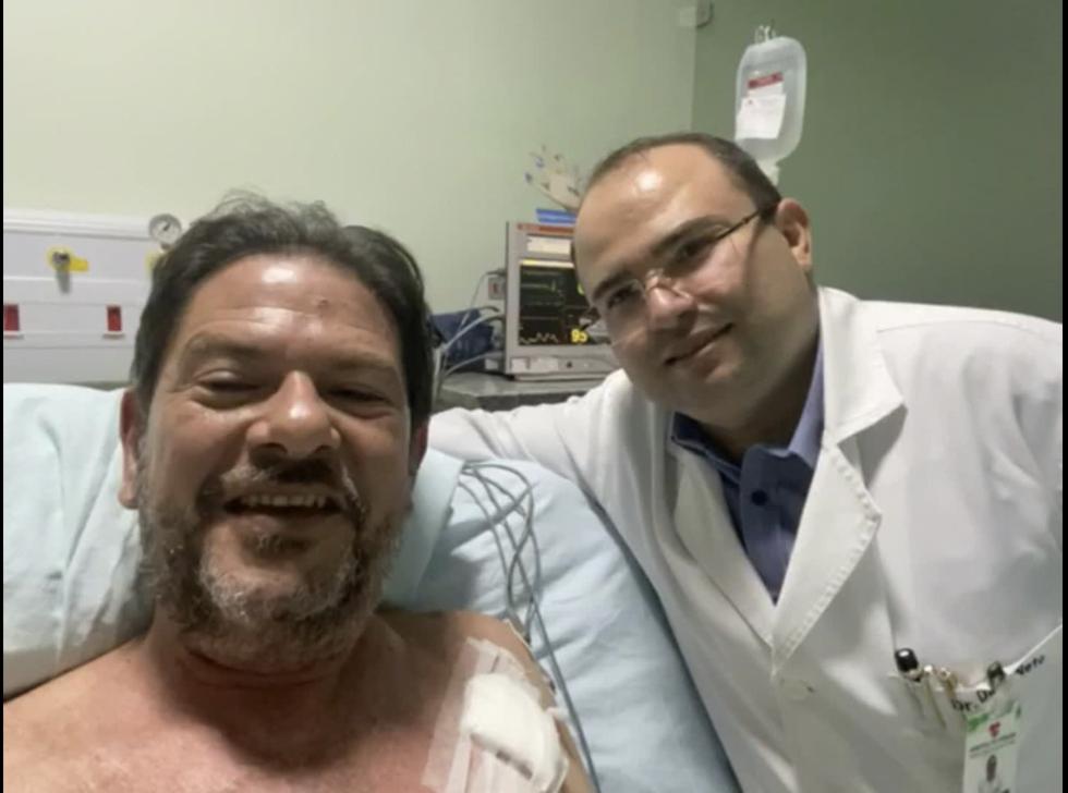 Cid Gomes deixa o hospital e se recupera em sua residência em Fortaleza
