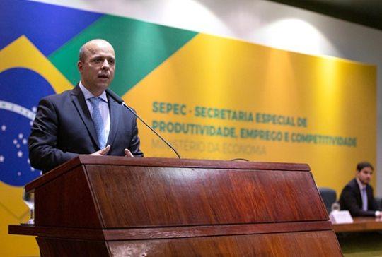 Carlos da Costa palestra sobre emprego e produtividade na FIEC