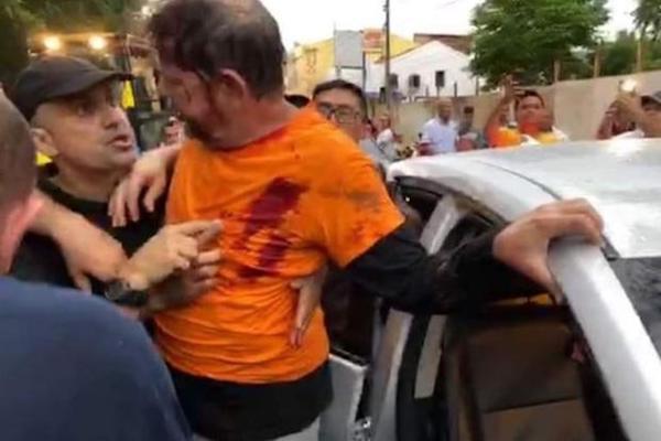 Cid Gomes baleado durante uma manifestação de PMs em Sobral