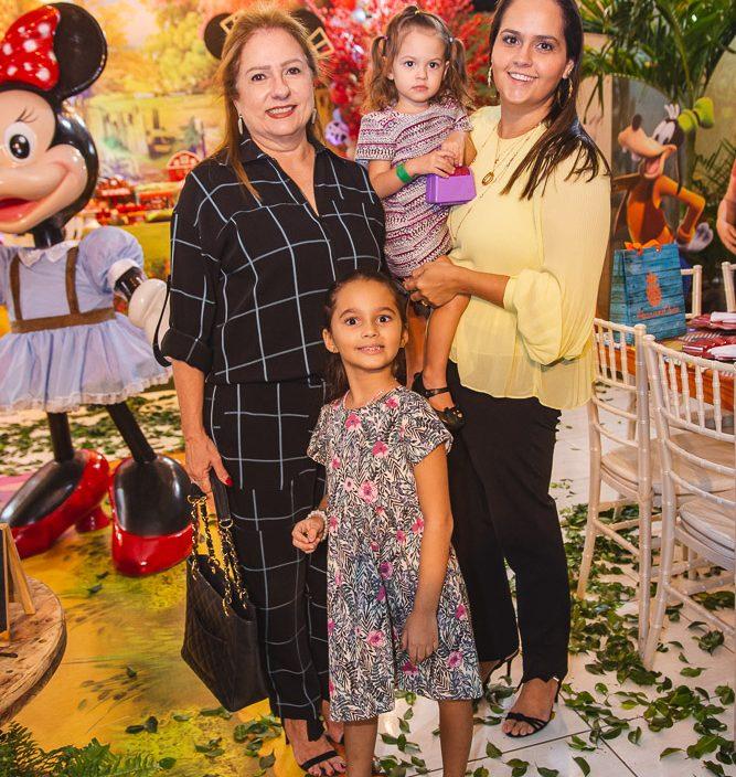 Cristina Aragao, Valentina Aragao, Catarina E Carol Aragao