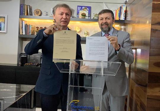 Élcio Batista e Maurício Filizola assinam cessão de prédio para a Escola de Gastronomia e Hotelaria