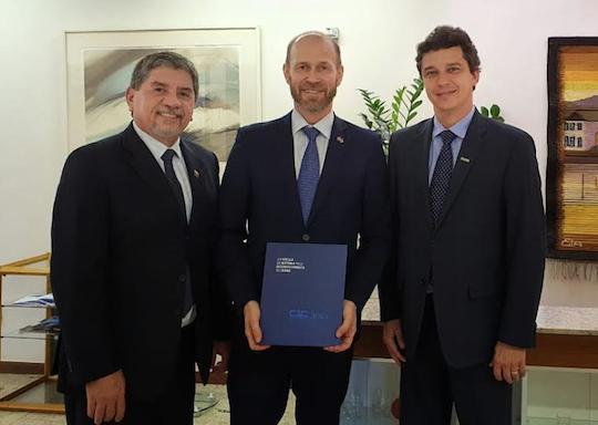 Presidente e vice do CIC visitam Embaixada da Finlândia no DF
