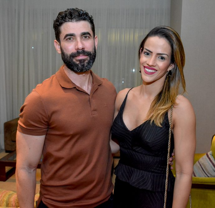 Flavio Cabor E Carla Oliveira