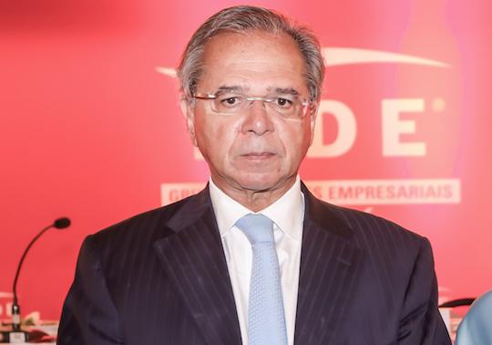 Paulo Guedes afirma que deve apresentar proposta de IVA Dual