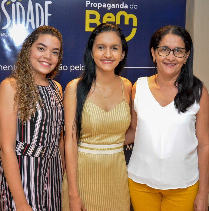 Juciara De Oliveira, Mirely E Francisca Freitas