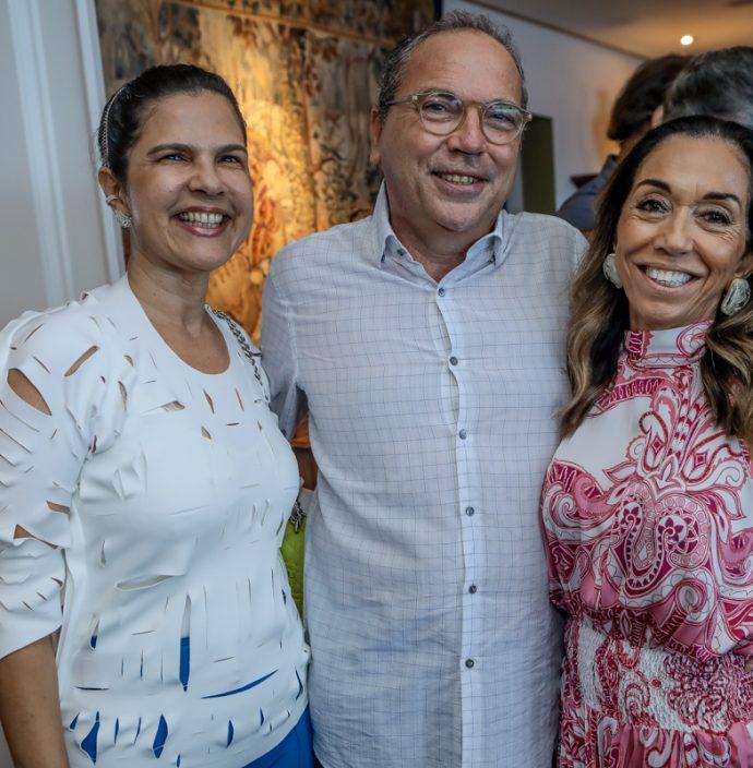 Julia E Neto Galdino, Marcia Tavora