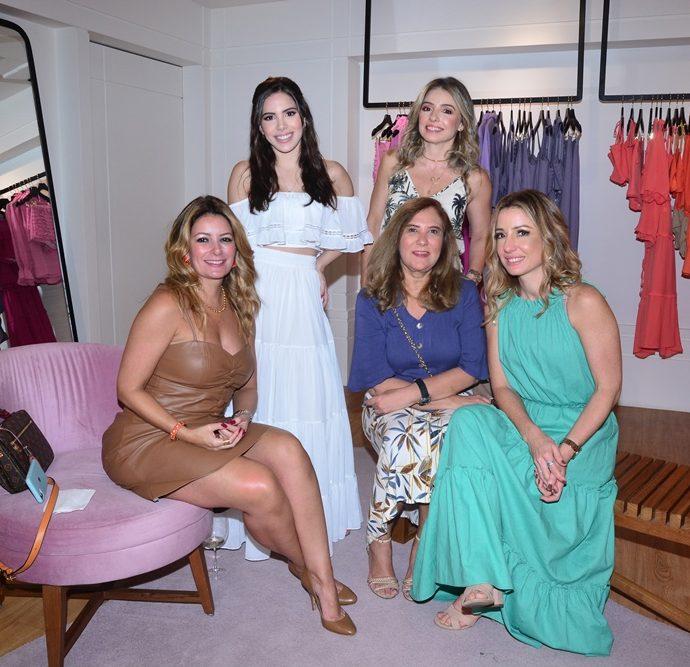 Tatiana Luna, Nicole Vasconcelos, Danielle Peixoto, Jória Araripe e Flávia Benevides