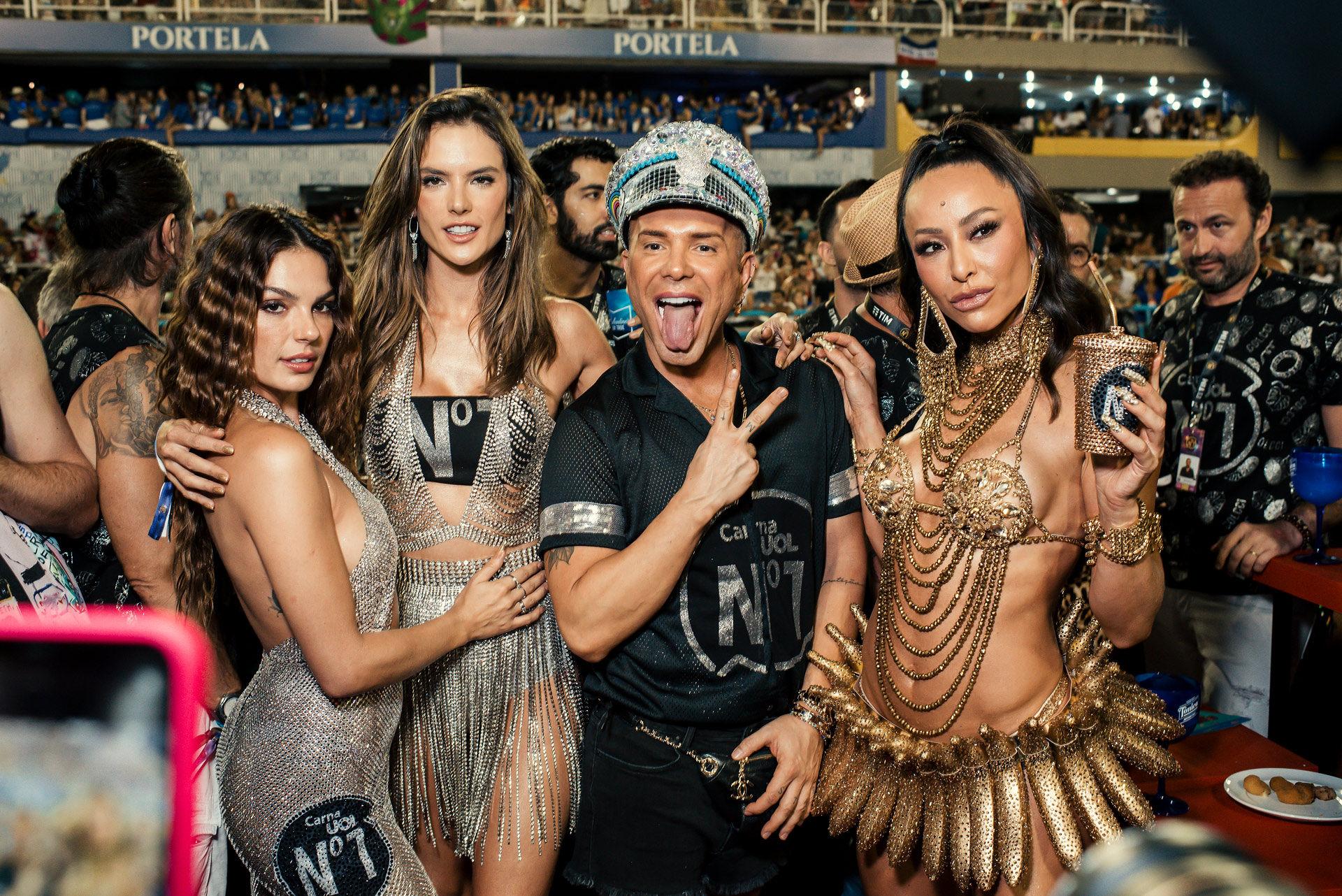 Camarote CarnaUOL N°1 enaltece o samba carioca em sua primeira noite de Carnaval