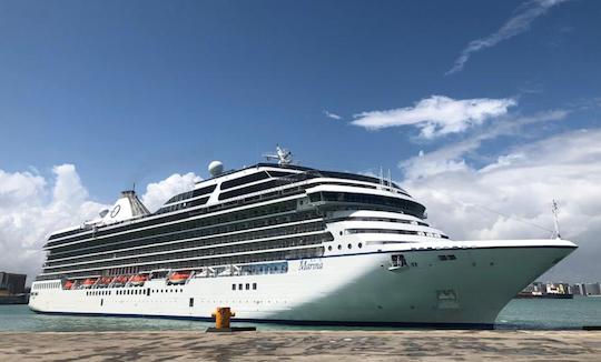 Navio de luxo traz 1.207 turistas para visitar a capital cearense