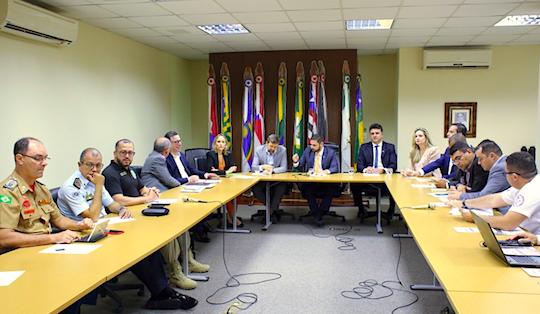 Governo do Ceará encerra reestruturação salarial com policiais e bombeiros militares