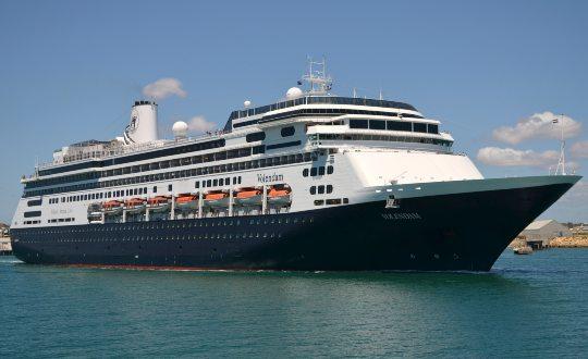 Luxuoso navio de cruzeiro chega ao Porto de Fortaleza no domingo