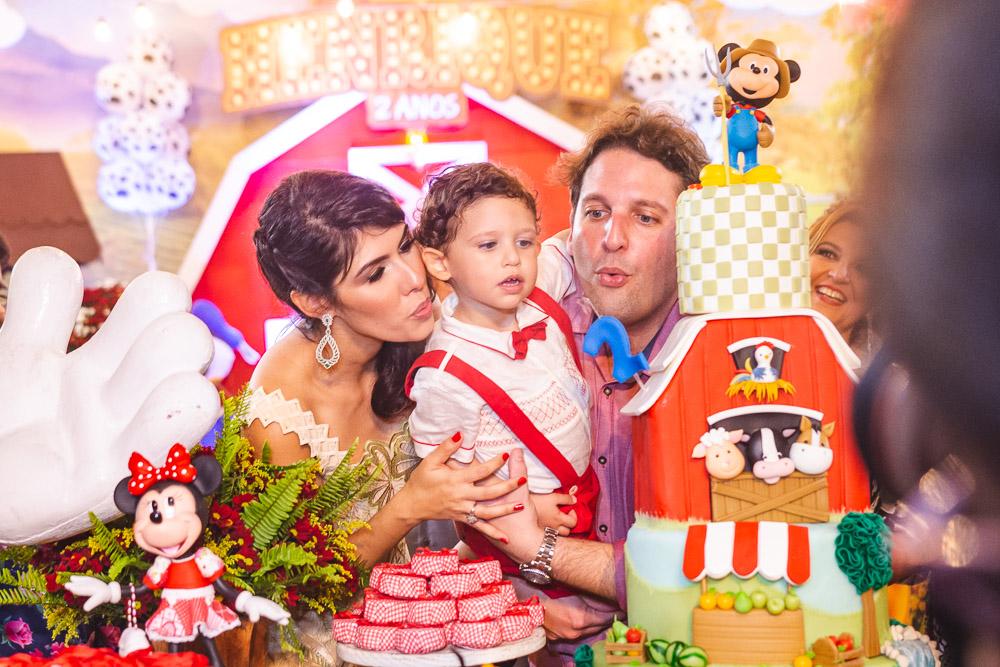 A 'Fazendinha do Mickey' é o tema do aniversário de Henrique, herdeiro de Daniel Simões e Flávia Laprovitera