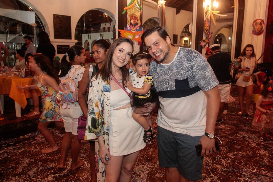 """A alegria dá o tom em mais um """"Carnaval Pais e Filhos"""" no Ideal Clube"""