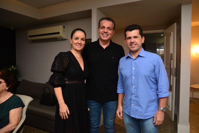 Sessão Parabéns - Leonardo Dall'Olio celebra a nova idade com festa intimista em seu elegante endereço