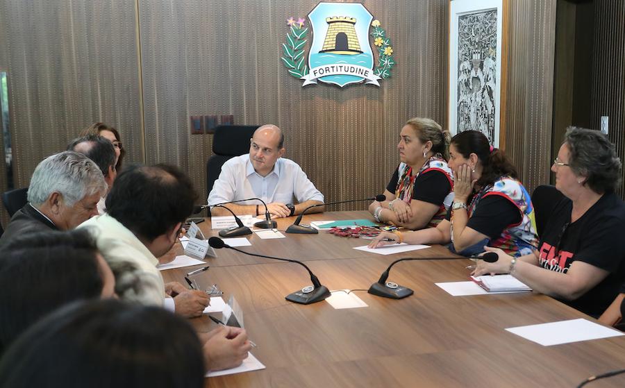 Roberto Cláudio acerta reajuste de 12,84% para professores da SME